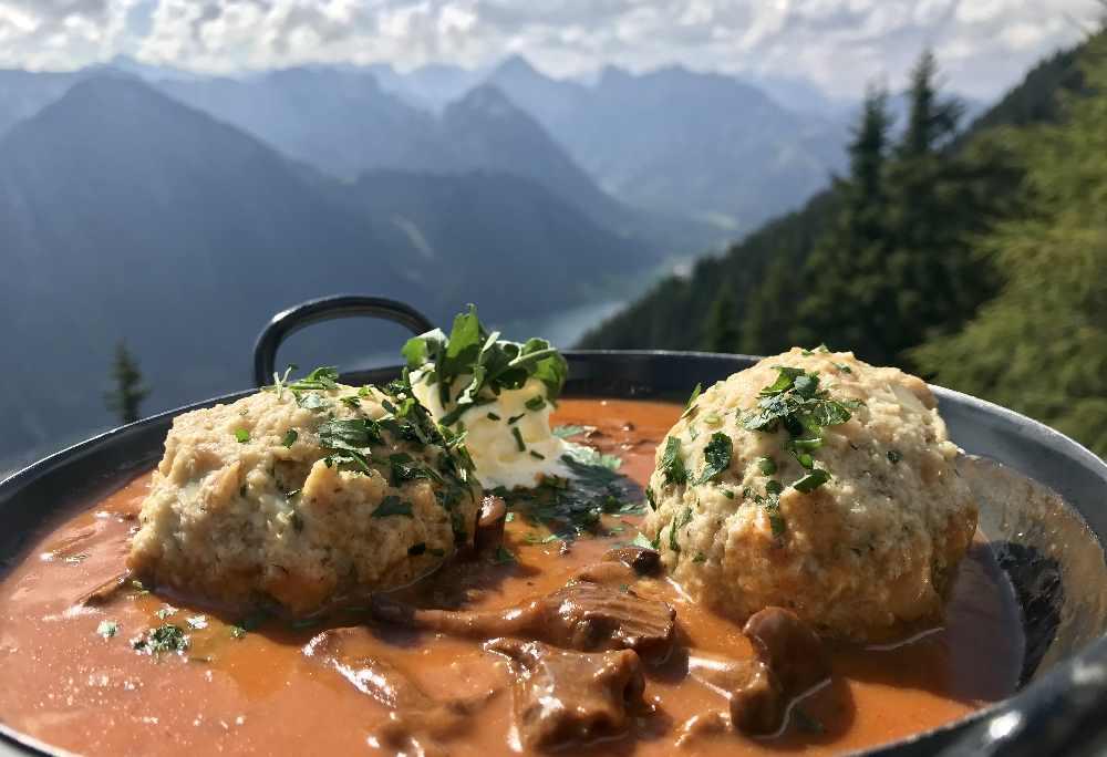 Tirol Blog Tipps: Gut Essen und Trinken bei der Erfurter Hütte oder nebenan im Berggasthof Rofan