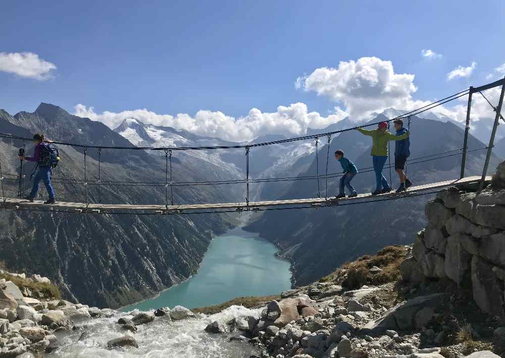 Traumziel nicht nur für Reiseblogger: Die Hängebrücke im Zillertal
