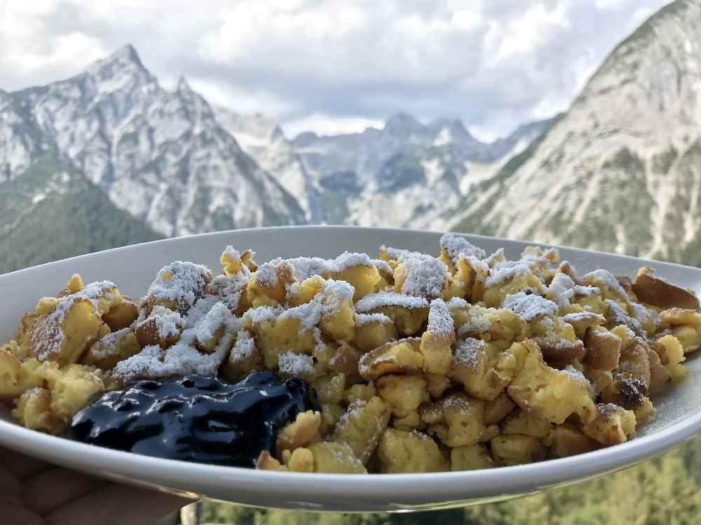 Der Reiseblogger zeigt dir die besten Hütten im Karwendel zum Einkehren - hier der Kaiserschmarrn auf der Ganalm