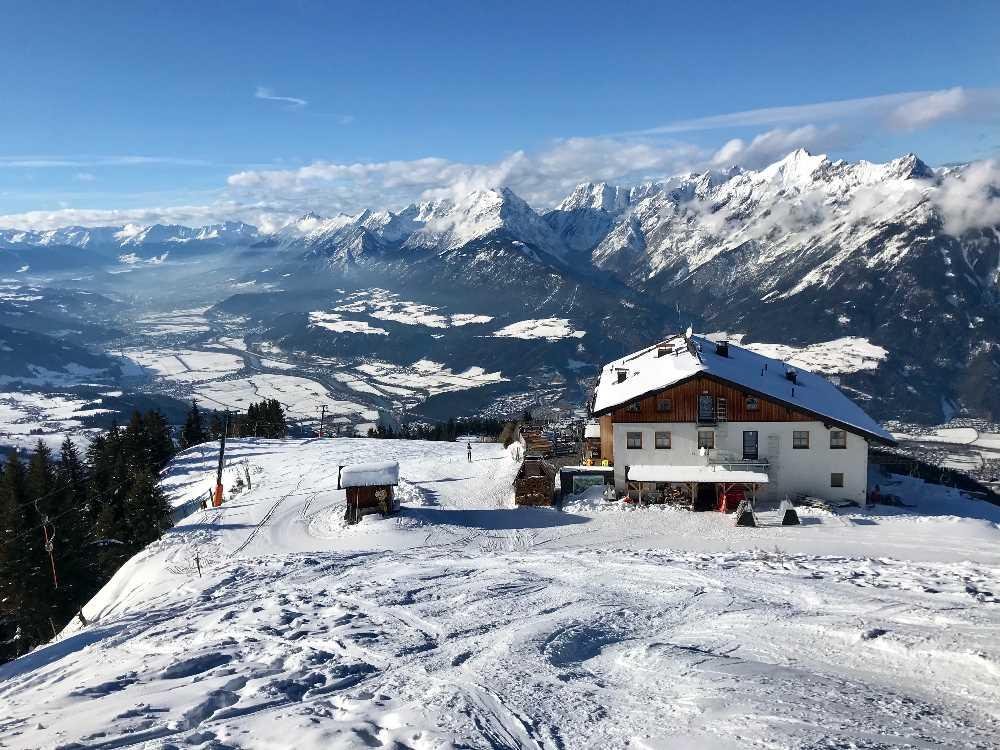 Skigebiet Kellerjoch - das Hecherhaus mit dem Karwendel