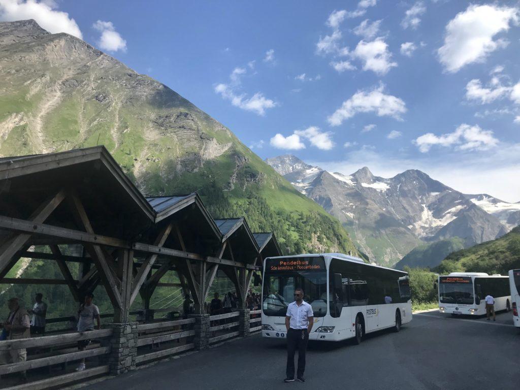 Mit dem Bus kommst du vom Gasthaus Kesselfall hinauf zu den Speicherseen Kaprun