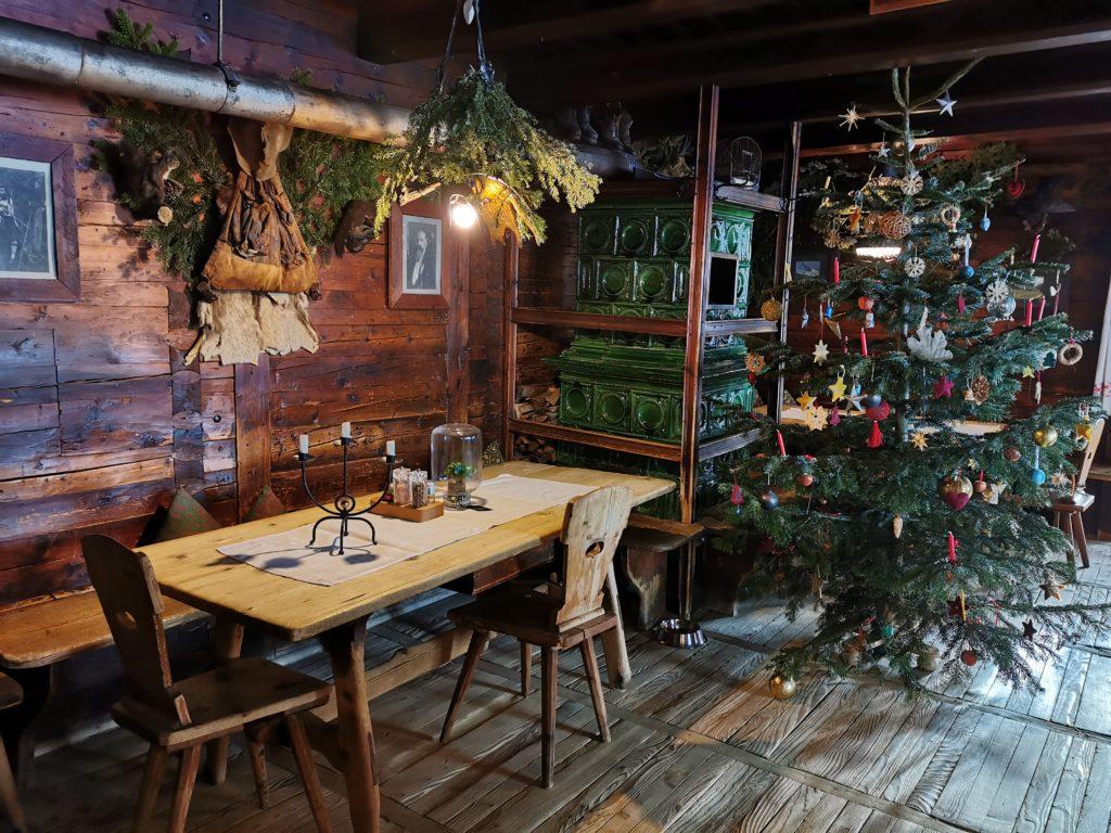 An Weihnachten am Kellerjoch: Die urige Stube in Grafenast beim Rodel Toni