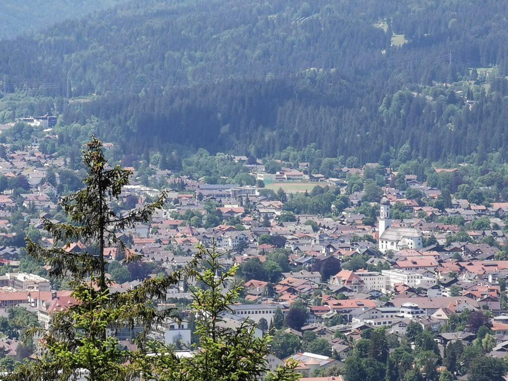 Ausblick von der Tannenhütte auf den Ort Garmisch Partenkirchen