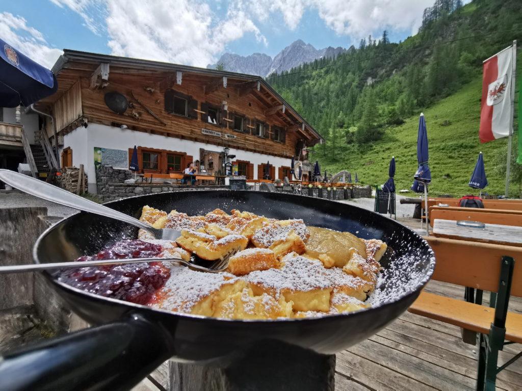 Das ist der Kaiserschmarrn auf der Binsalm im Karwendel