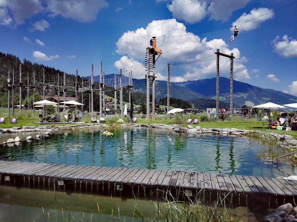 Ziel des Flying Fox: Der Hochseilgarten am Almsee im Almdorf Almlust