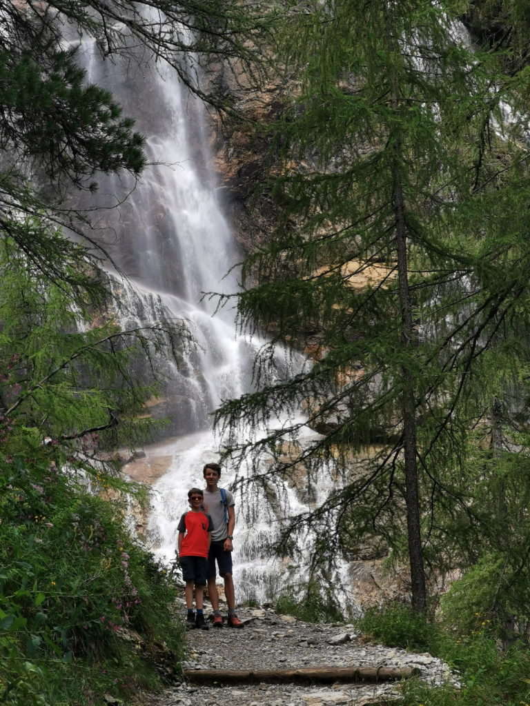 Die Tappenkarsee Wanderung - an den Wasserfällen gehts vorbei Richtung Bergsee