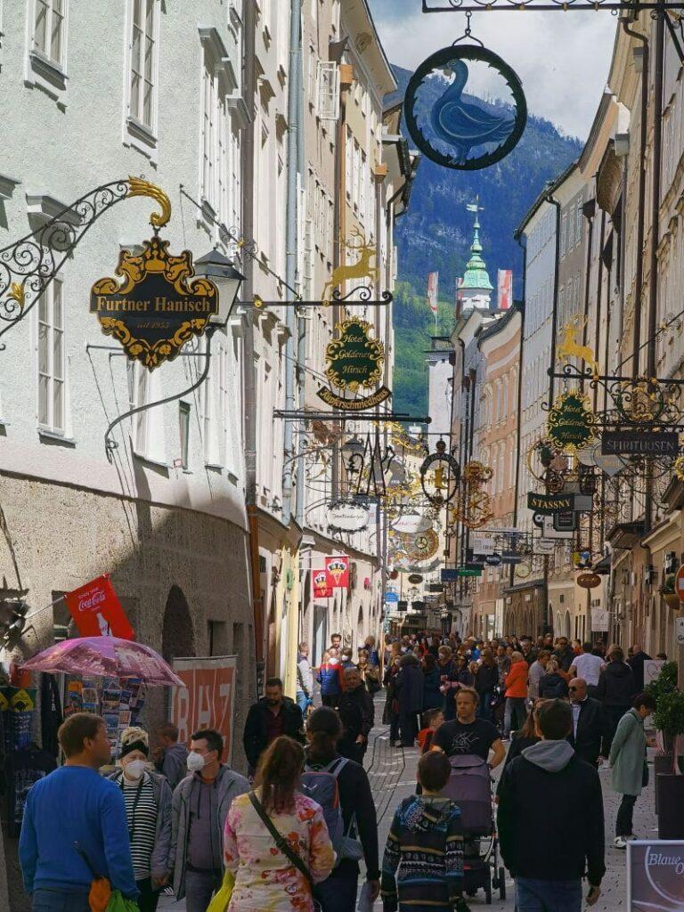 Das Herz der Salzburger Altstadt: Die Getreidegasse