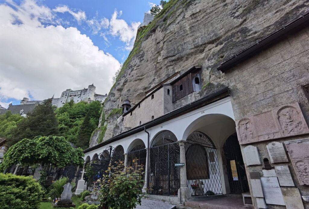 Eine Geheimtipp bei den Salzburg Sehenswürdigkeiten - die Katakomben am Petersfriedhof