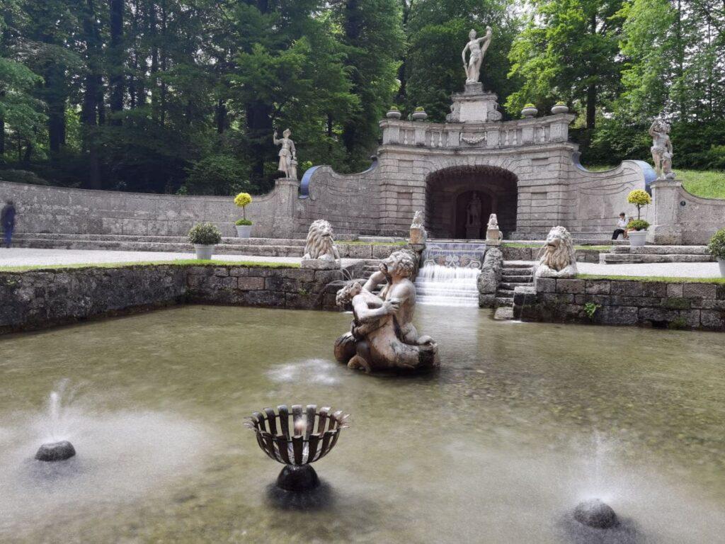 Die Wasserspiele in Schloss Hellbrunn lohnen sich bei einem Salzburg Ausflug!
