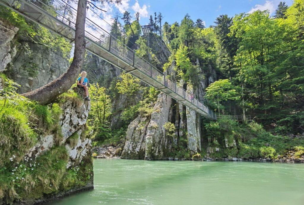 Tirol Reiseziele rund um den Walchsee - Entenlochklamm Hängebrücke am Klobenstein